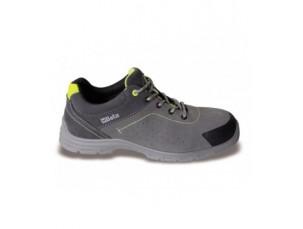 scarpe in pelle scamosciata traforata con inserto antiabrasione nella zona del puntale
